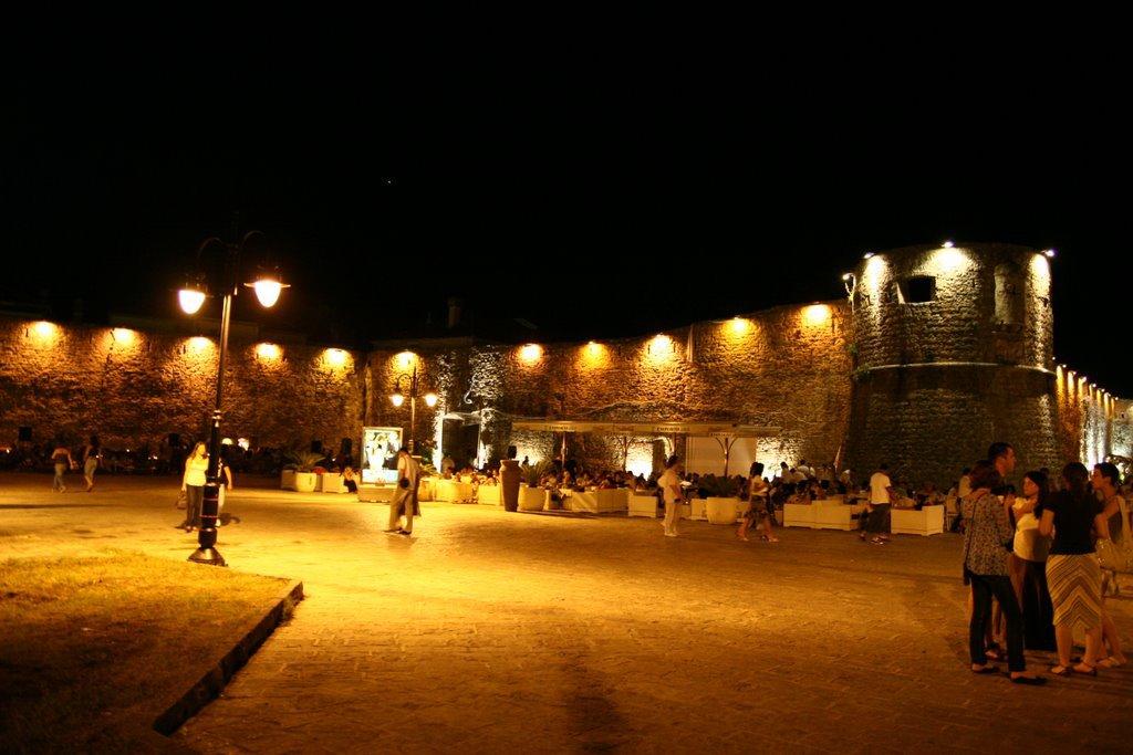 Черногория, криминогенная обстановка, люди, город, ночь, освещение улиц