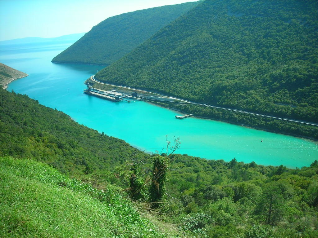 Хорватия, полуостров Истрия, Адриатическое море, Лимский фьорд, узкий залив