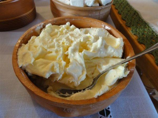 Черногория, каймак, национальное блюдо