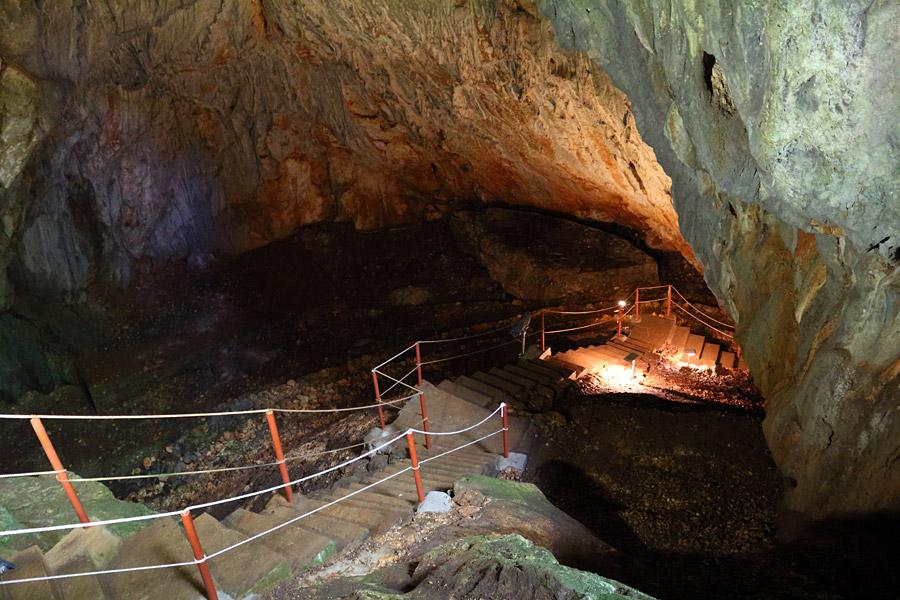 Пещера Враняча, Хорватия, экскурсия, лестница, вход в пещеру, освещение