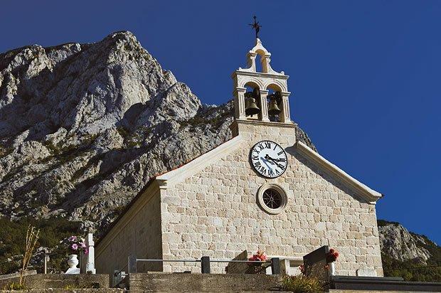 Хорватия, город Башка Вода, курорт, достопримечательности, церковь Св. Николая,горы