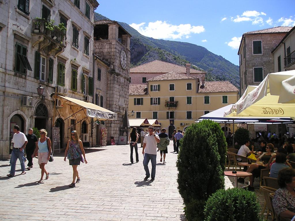 Черногория, город, местные жители