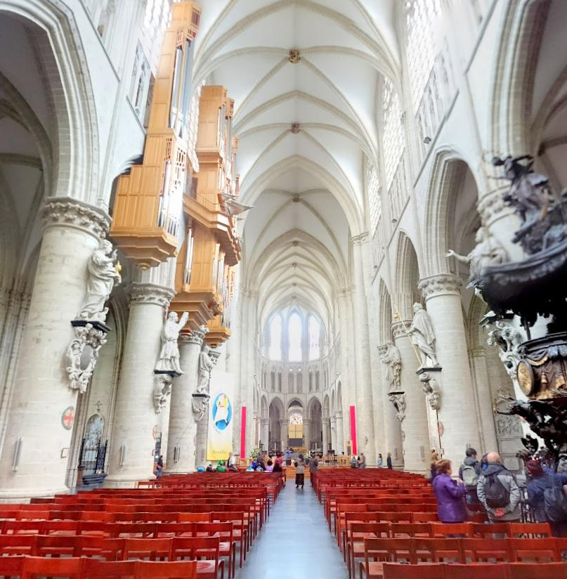Cathedral of St Michael and St Gudula – Google Карты - Mozilla Firefox