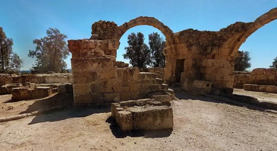 крепости Саранта-Колонес