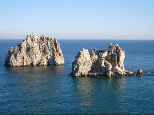 Полуостров Крым. Россия, достопримечательности, отдых в Крыму, острова Адалары