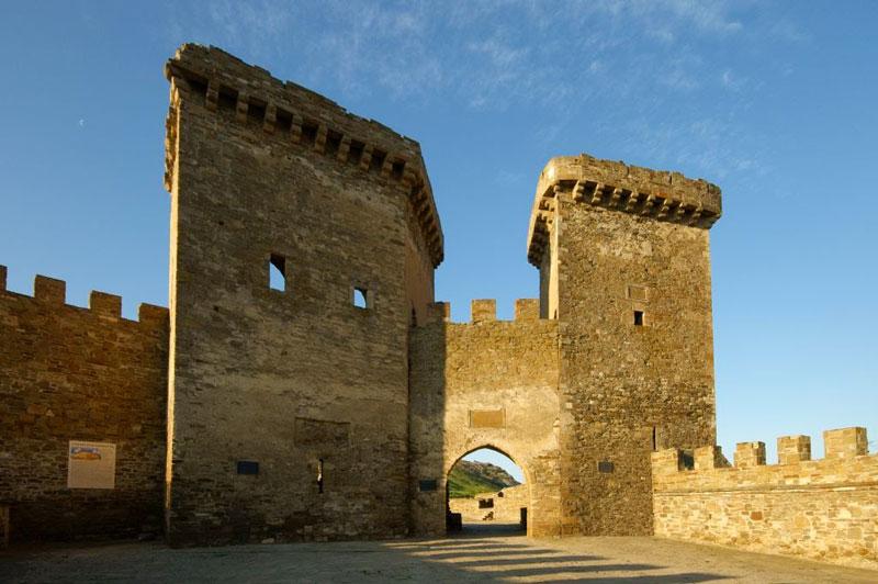 Генуэзская крепость ворота