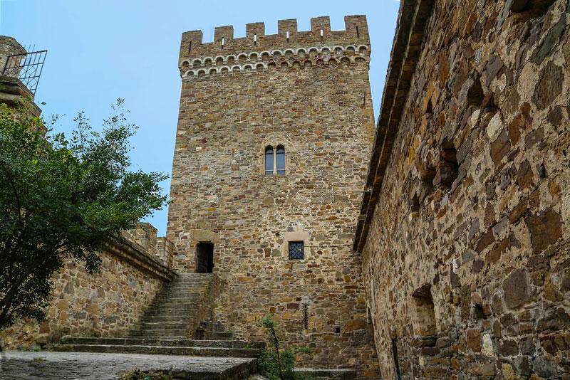 Генуэзская крепость башня