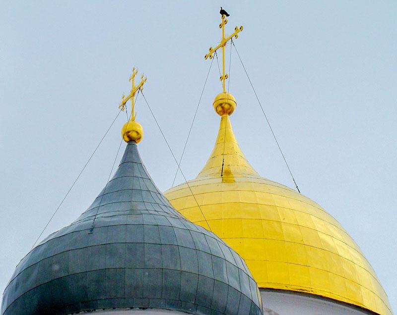 Крест главного купола и легенда о голубе