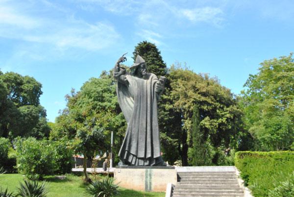 Скульптура Гргур Нински в Сплите